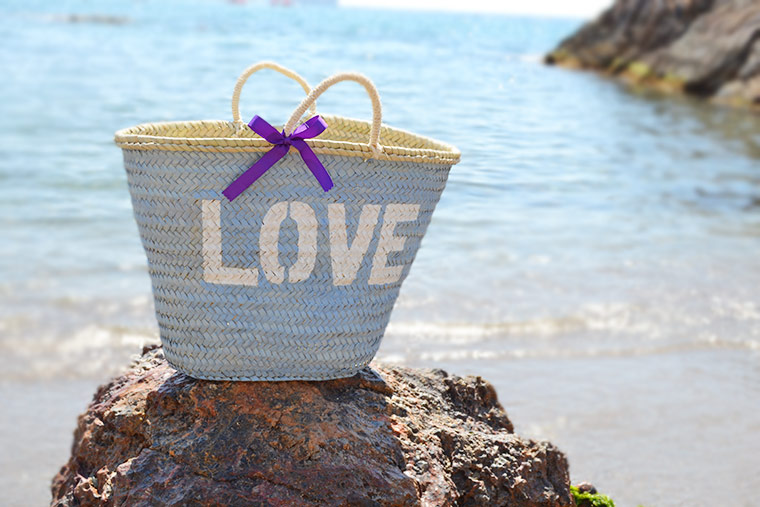 foto-cesta-love-en-la-playa