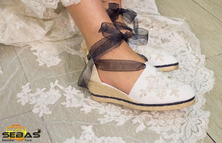 Calzado de novia blanco con lazo de tela negro bel bel desings Totana Murcia