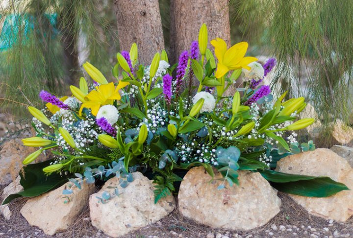 flores-amarillas-blancas-y-violetas-mini