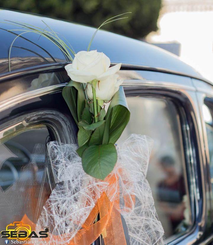 Coche de la novia con ramo de flores en el convento las tres Avemarías en totana