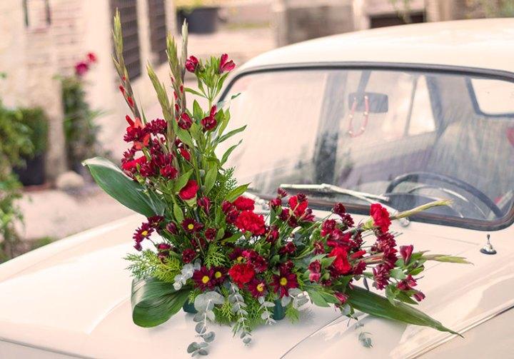 Centro con flores rojas muy decorativo