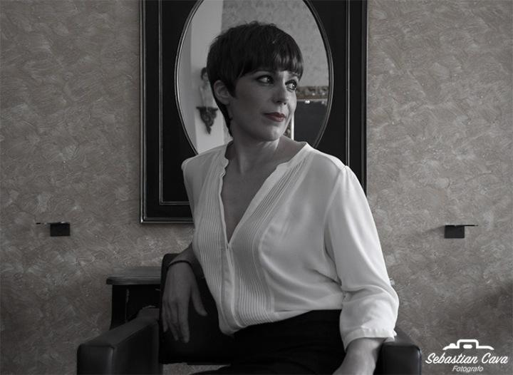 foto en blanco y negro de peluca 100% pelo natural