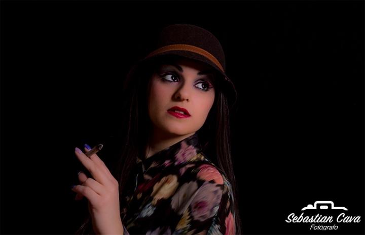 Chica retrato posando sesión de fotos profesionales en Totana Murcia