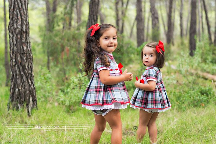 Niñas en bosque vestidos de niña Mikos Alhama