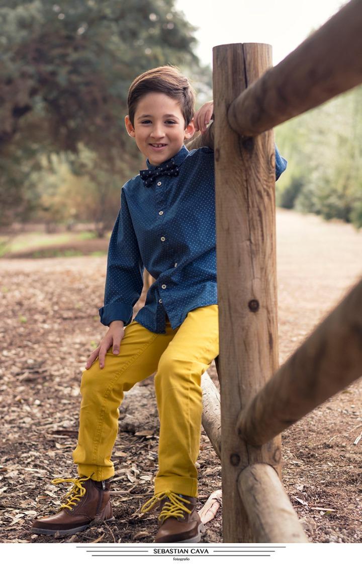 Niño posando ropa moda pay2 en Alcantarilla